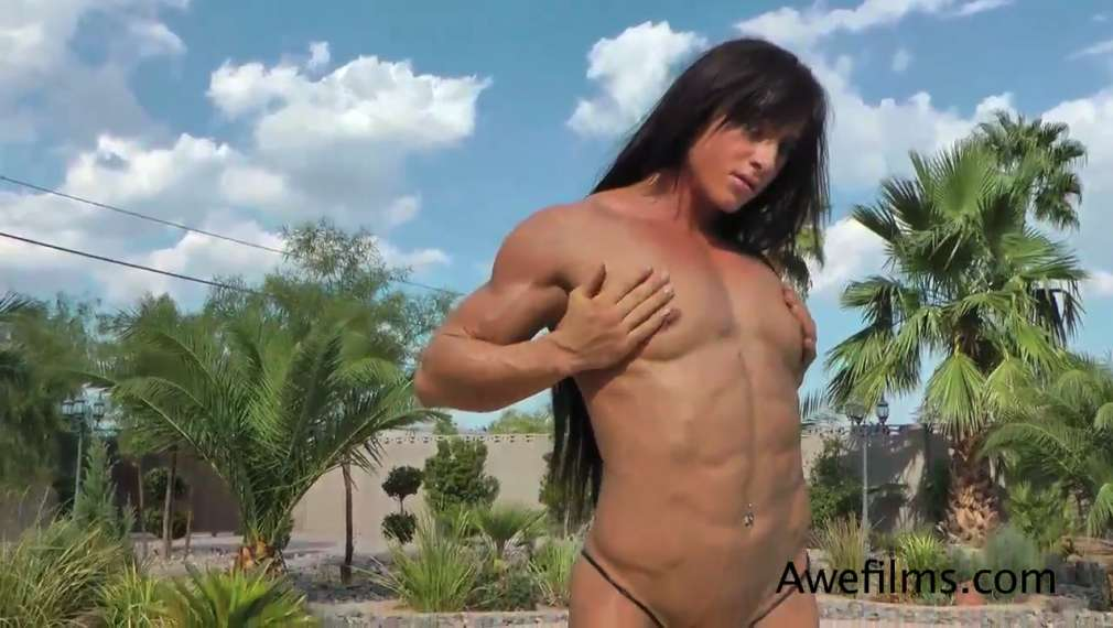 extreme-bodybuilder-female-naked-black-foot-sexy-woman