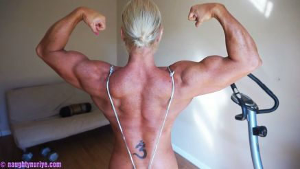 huge female bodybuilder flexing topless nuriye evans