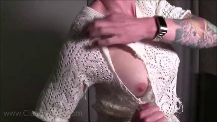 webcam muscle girl rips off her clothes