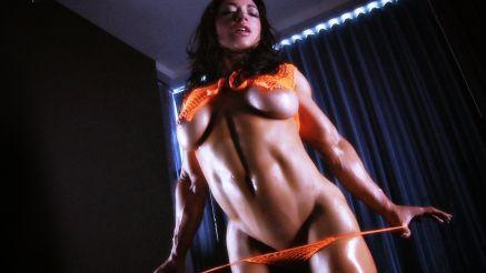Brandi Mae sexy muscle babe underboob