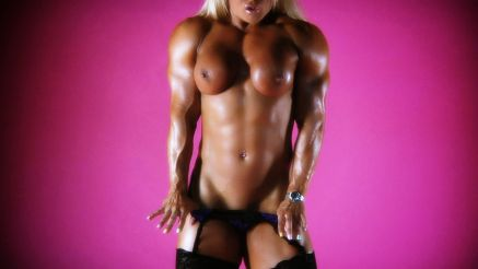 female bodybuilder Lisa Cross showing off her muscular body