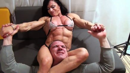 Claudia Partenza ripped female muscle wreslting a guy