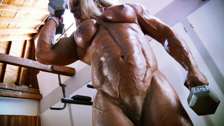 massive female bodybuilder naked workout
