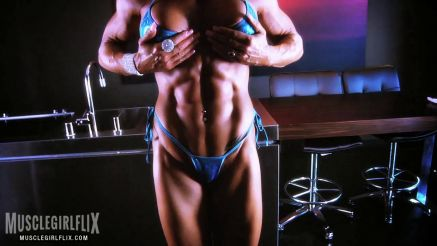 contest shape muscle MILF showing off her muscular body