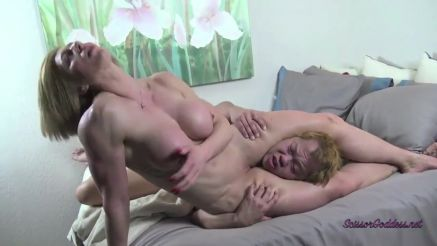 female bodybuilder muscular legs scissoring a guys head