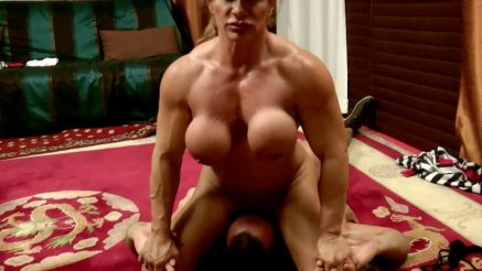 muscle MILF face sitting fuck session