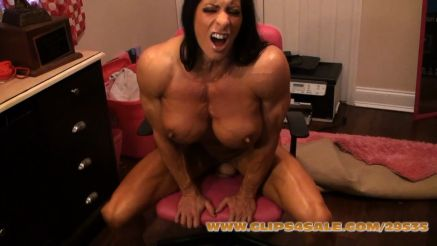 shredded fbb fucking a dildo