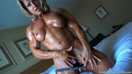 ripped female bodybuilder playing with big clit