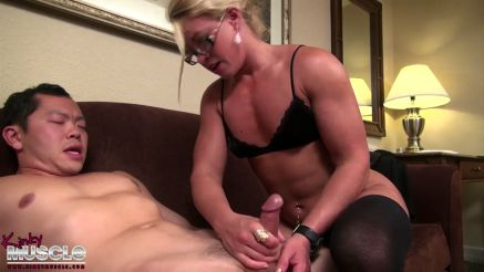 bodybuilder diva female muscle handjob porn video