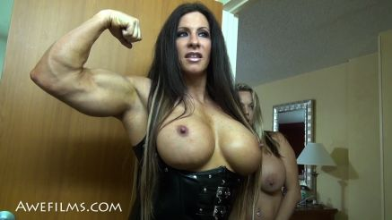 she hulk angela salvagno flexing for her girlfriend