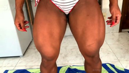 massive huge muscular legs female bodybuilder