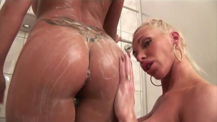 hot as fuck nude fitness girls in the shower