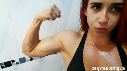 muscle girl oiled and flaunting hot bod on cam