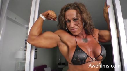 female bodybuilder Jennifer Kennedy showing of big biceps