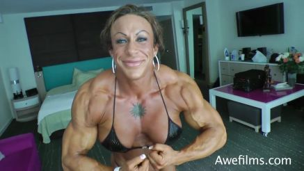 Jennifer Kennedy ripped female bodybuidler flexing