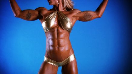 Jill Jaxen showing off hard ripped body
