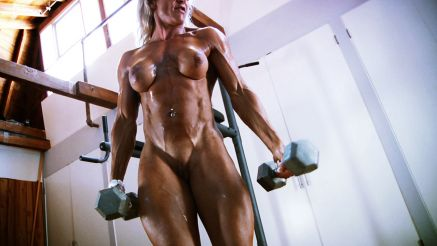 female bodybuilder nude workout Isabelle Leveau
