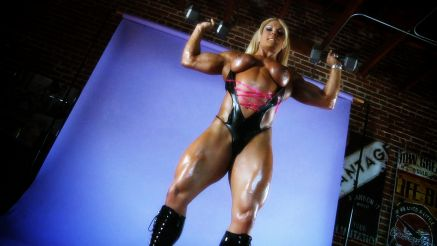 Lisa Cross flaunting well built physique