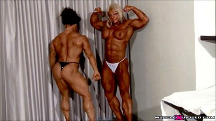2 female bodybuilders worshiping muscle