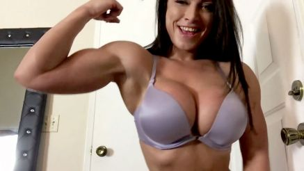 muscle girl kiki biceps curls to failure