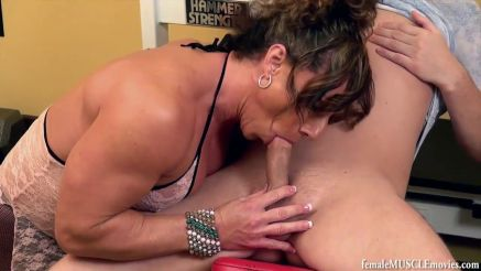 Muscle Mommy bodybuilder amazing cock sucking skills