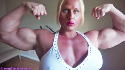 Nuriye Evans flexing her amazing huge biceps