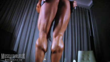 female bodybuilder Monica Martin amazing muscular legs