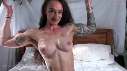 amateur muscle girl flexing topless after sucking cock