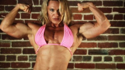 Susanna H strong and buffed up muscle babe