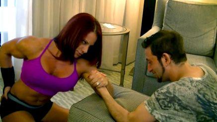 female bodybuilder arm wrestle a guy