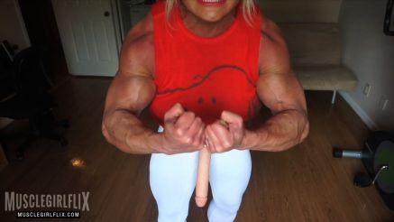 female bodybuilder with a huge cock flexing futa