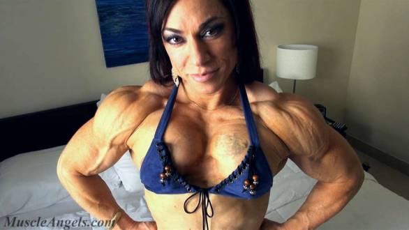fbb massive ripped shoulders flexing