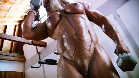massive female bodybuilder naked workout
