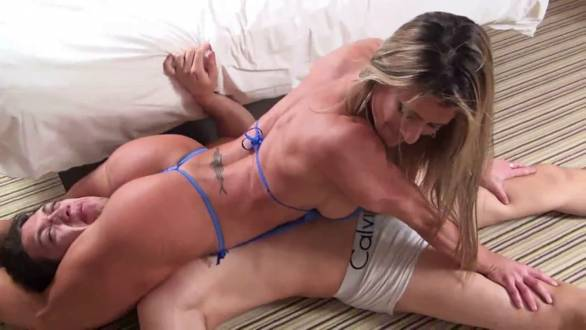 muscle girl nice ass squeezing a guys head