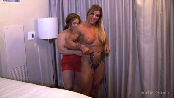 2 female bodybuilders getting naked to fuck