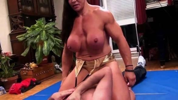huge female bodybuilder Jana Linke-Sippl mixed wrestling