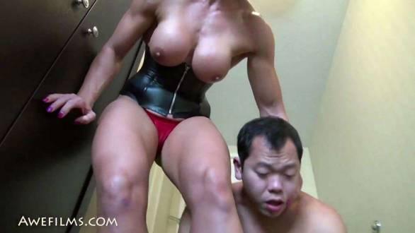 muscle amazon dominating little man