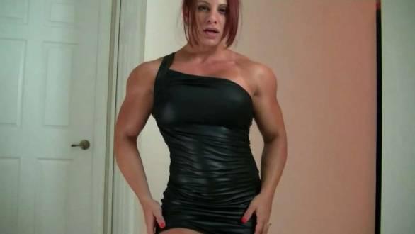 Mz Devious flexing her huge biceps