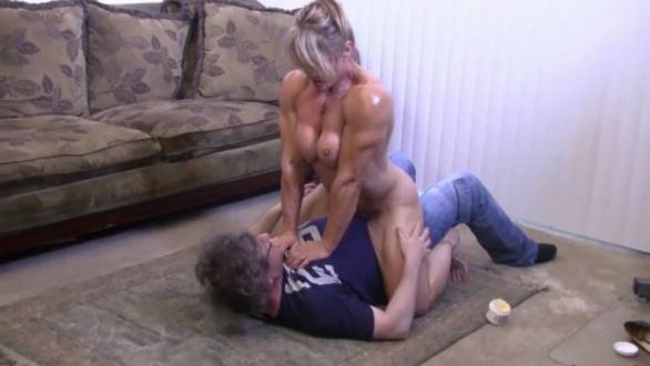 naked female bodybuilder ready to fuck