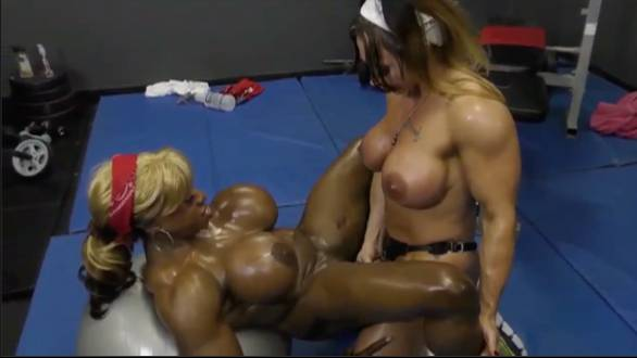 nude female muscle babes pussy licking