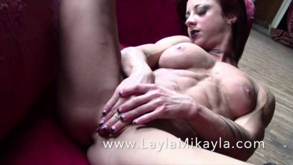 naked muscular brunette rubbing her pussy