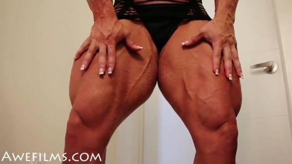 massive muscular legs female bodybuilder