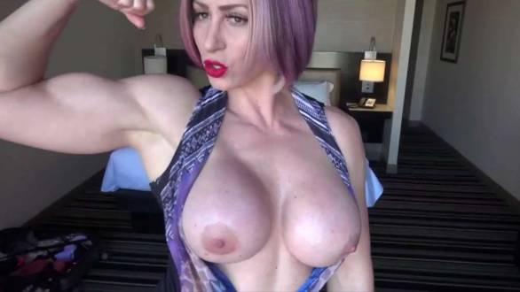 big tits bodybuilder flexing on webcam