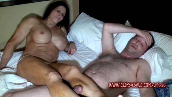 Female bodybuilder fucking guy with her massive legs