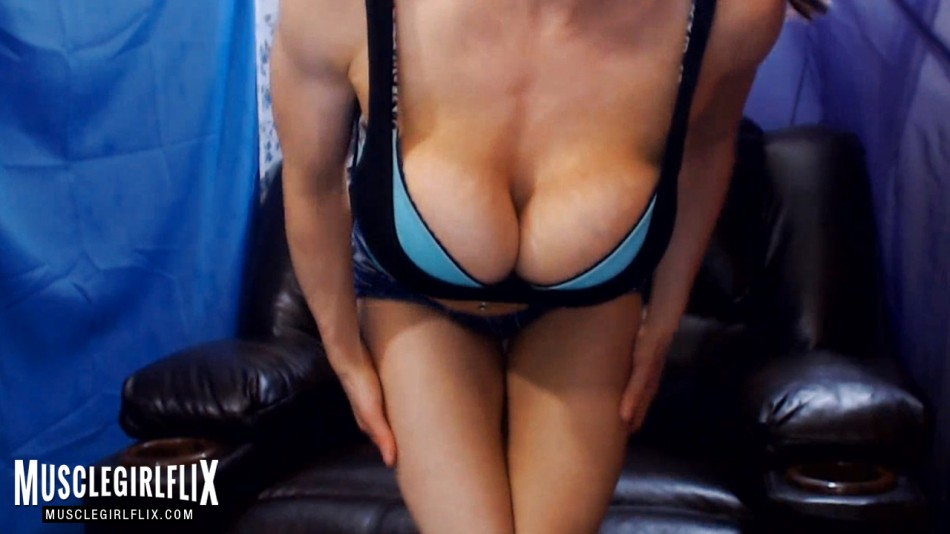 Kylee Nash incredibly hot and fit cam girl review peekaboob
