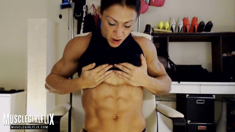 MuscleBabe beautiful athletic girl review shredded