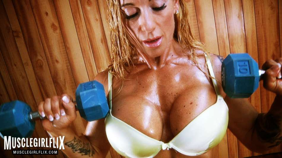 Victoria Lomba Spanish beauty pumping hot muscle