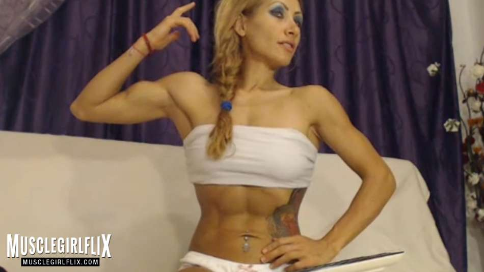 xxxameliesquirt sexy and fit blonde cam girl