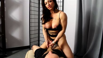 Female bodybuilder Brandi Mae giving a hand job