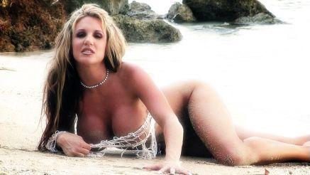 Bridgette Ashley looks amazing on the beach.